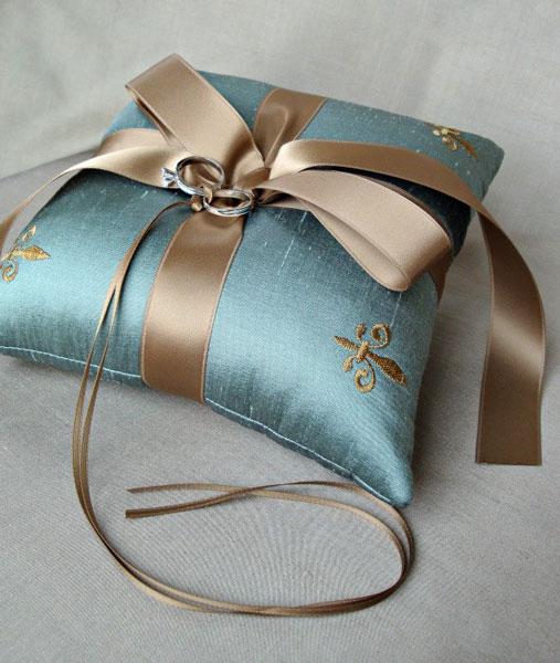 Как своими руками сшить подушку для колец