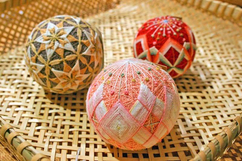 вышивка шаров темари